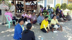 ชาวบ้านรอต้อนรับนายกรัฐมนตรี เผยอยากให้ช่วยแก้ปัญหาแล้ง กับราคาข้าว