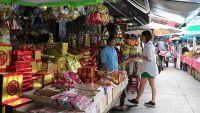 ชาวไทยเชื้อสายจีน จับจ่ายซื้อของเซ่นไหว้ช่วงเทศกาลสารทจีนคึกคัก