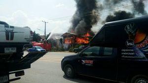 ไฟไหม้บ้านยายรีบวิ่งเข้าไปเอาโฉนดที่นาแต่ไม่ทันถูกไฟลวก-บ้านวอดทั้งหลัง